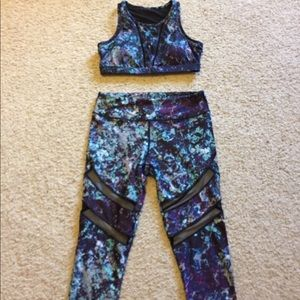 Fabletics medium mesh carpri and sports bra set.
